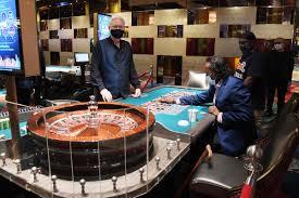 Panduan Pemula dan Manfaat Bermain Poker Online